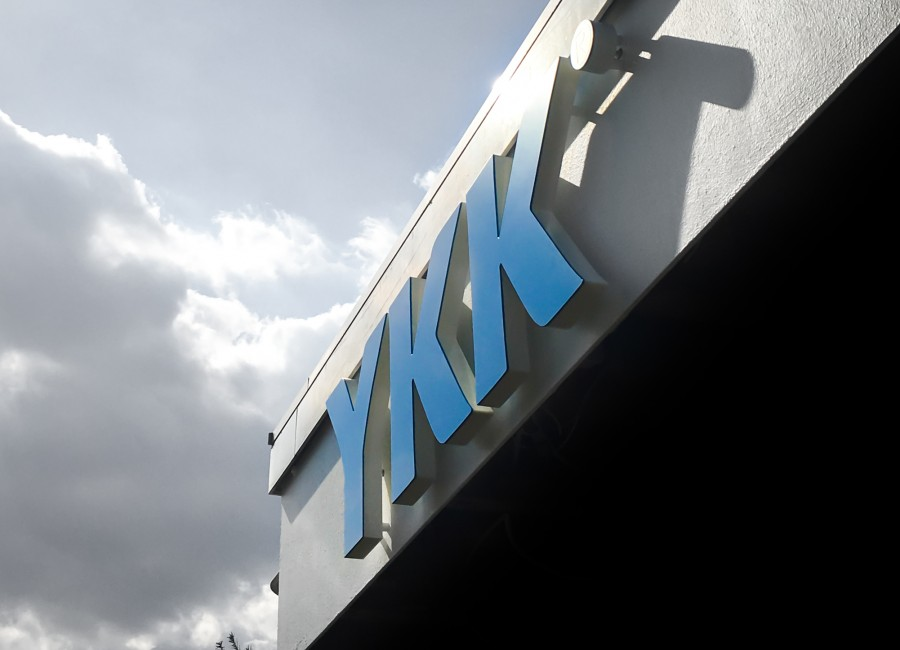 Titelbild - YKK - LogoSignage